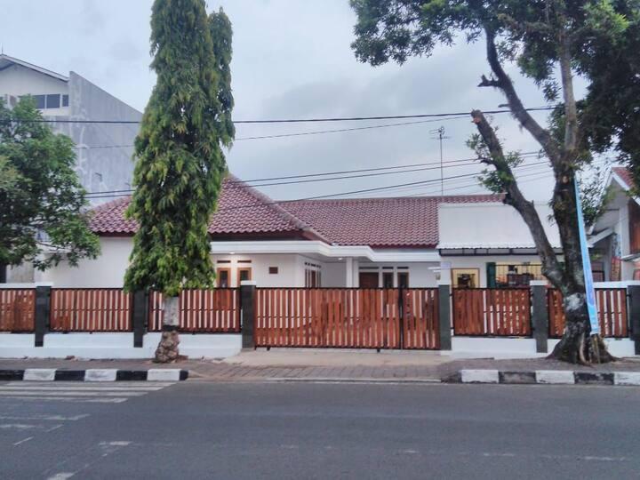 Rumah Sejuk Dekat Alun Alun Sumedang