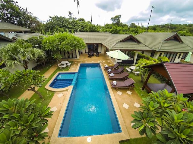Coco Grove 3 bedroom idyllic pool & beach villa