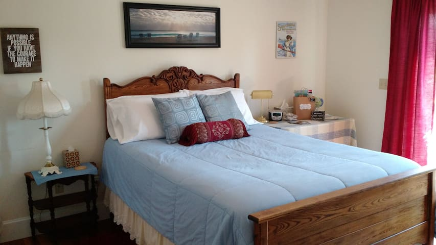 Cozy room w/private bath - 15 mins to Newport