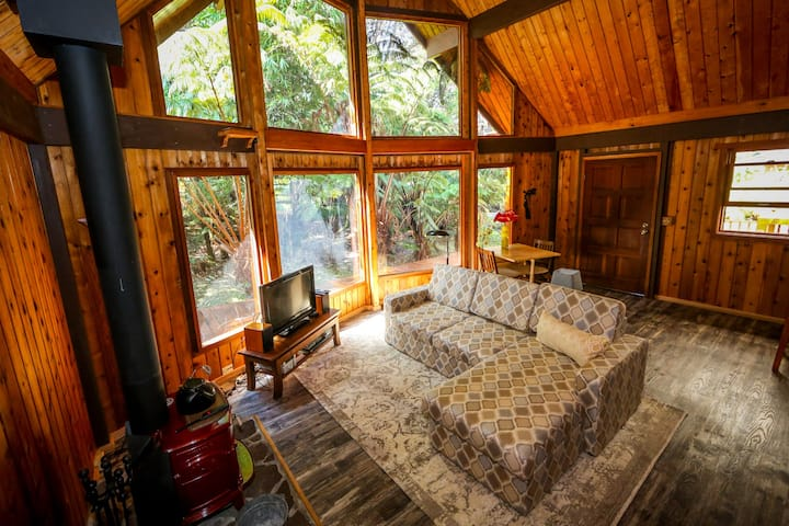 Quiet cedar cabin minutes from the National Park.