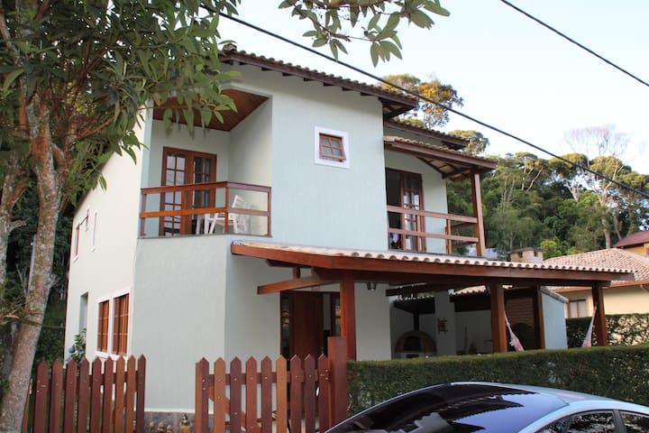 Casa em Cond.c/infraestrutura total em Teresópolis - Teresópolis - House