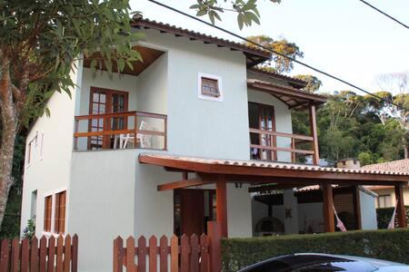 Casa em Cond.c/infraestrutura total em Teresópolis