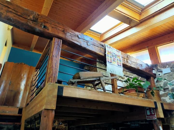 Casa en Peguerinos: jacuzzi,chimenea,wifi, jardín