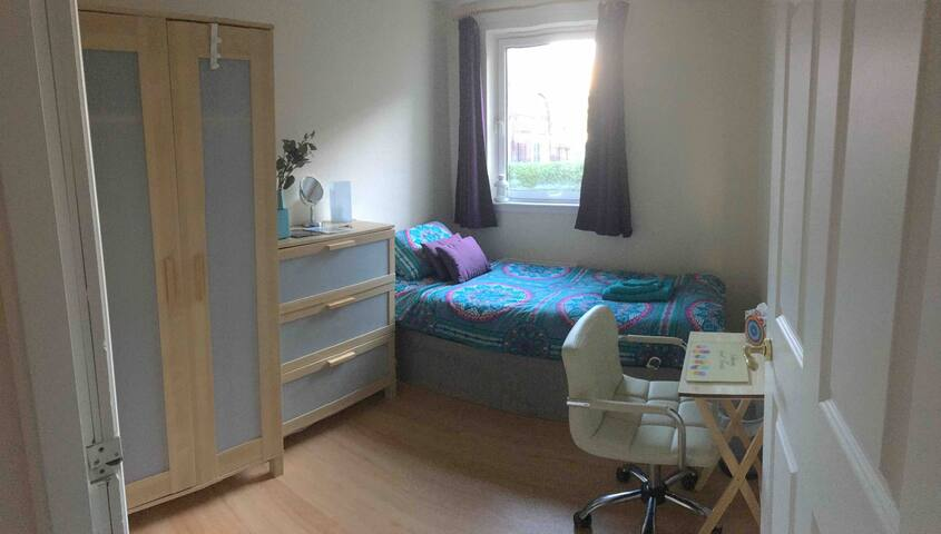 Cosy single bedroom close to city centre
