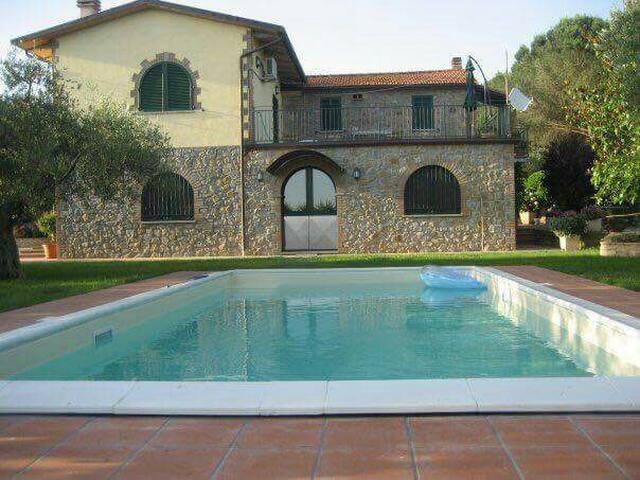 Villa Mathias  con piscina