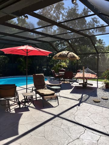 Pet friendly home with heated pool close to beach - Bonita Springs - Huis