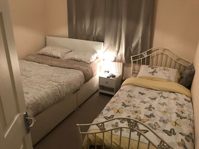 King Bed and optional Single Bed in Pontarddulais