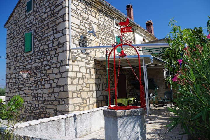Typical Istrian village house with large fenced backyard, 2.5km from the beach
