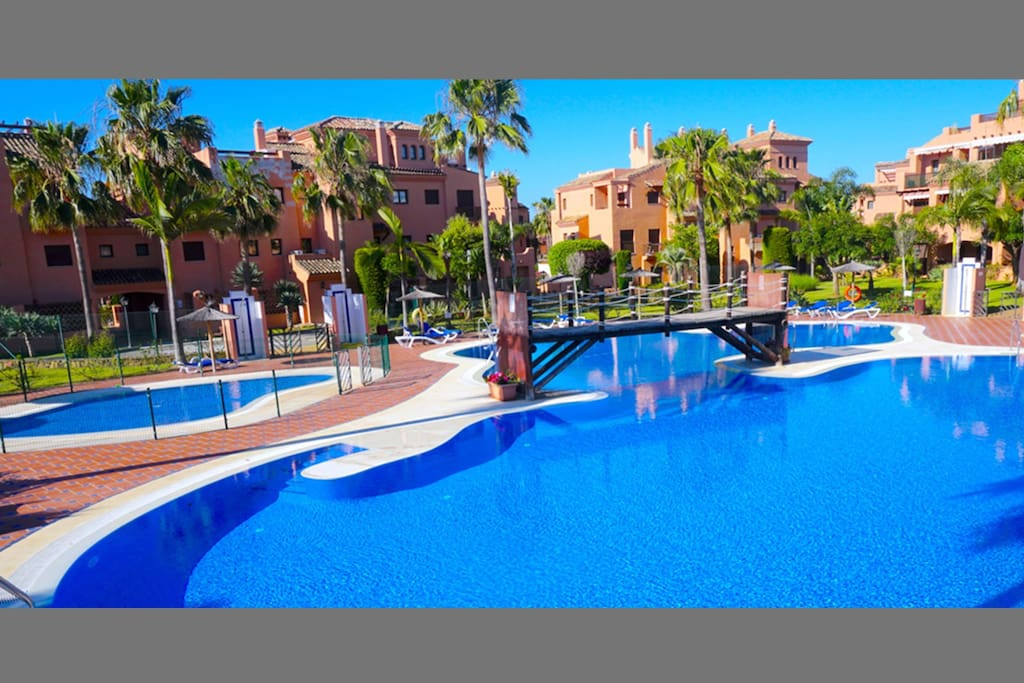Award Winning 5* Gated Complex: 6 Swimming Pools & Children's Pools. 24 Hour Guarded Security On Site.