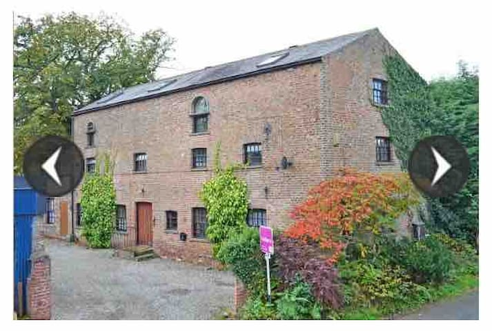 The Carriage House, York 6 miles, 6 Rooms, 6 Baths