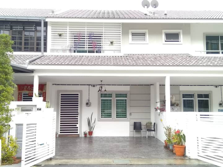 Premium Terrace Home @ Golden Hills Pasar Malam