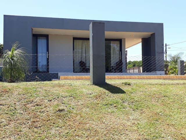 Casa estilo minimalista muy luminosa moderna