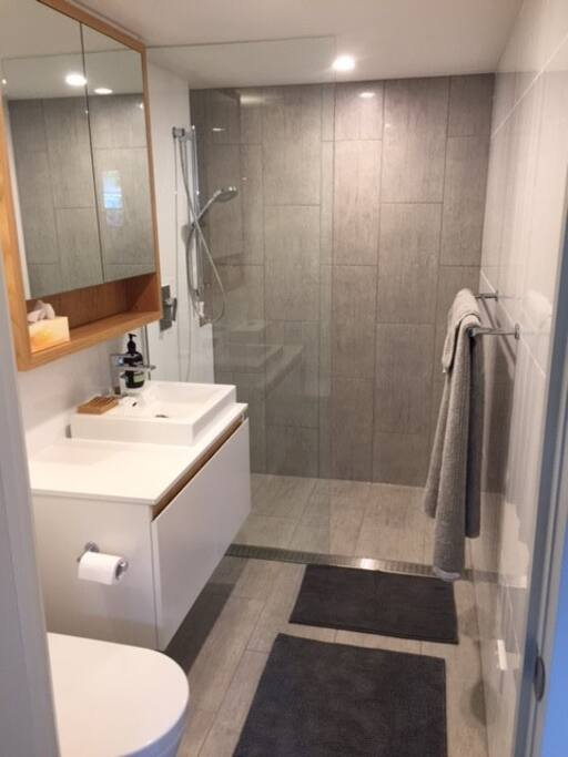 Lovely private bathroom - brand new
