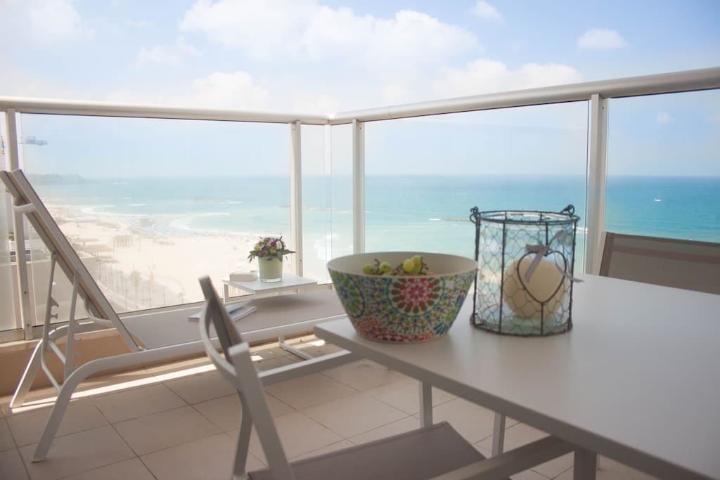 CHIC DESIGN, COMFORT AND BLUE VIEWS...