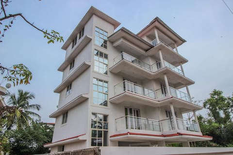 OYO Cosy 1BR Dwelling in Dona Paula - Handpicked for You