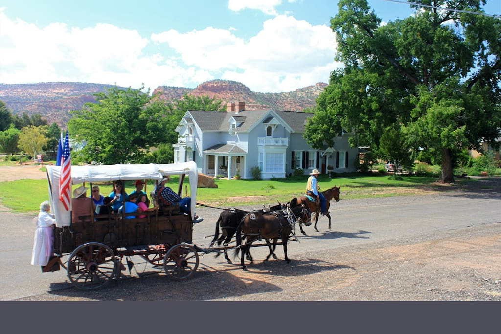 The oldest pioneer home in Kanab, centrally located, and easily accessible  to many restaurants and attractions.