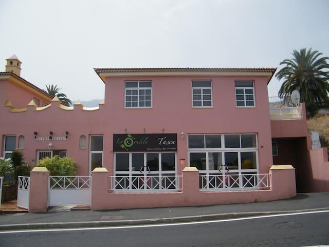 Small 2 bed Villa on private complex