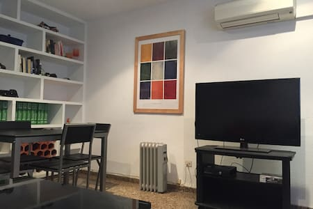 Single private room with Wifi in Valencia city - València