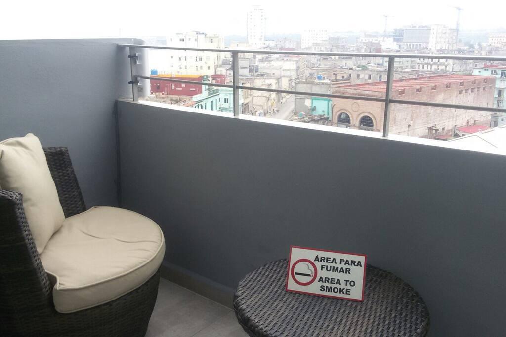 balcon con vista a la ciudad de la habana