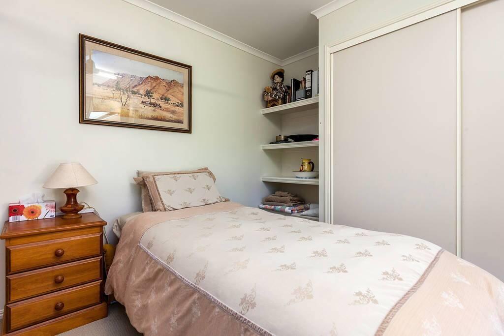 Single guest bedroom bed.