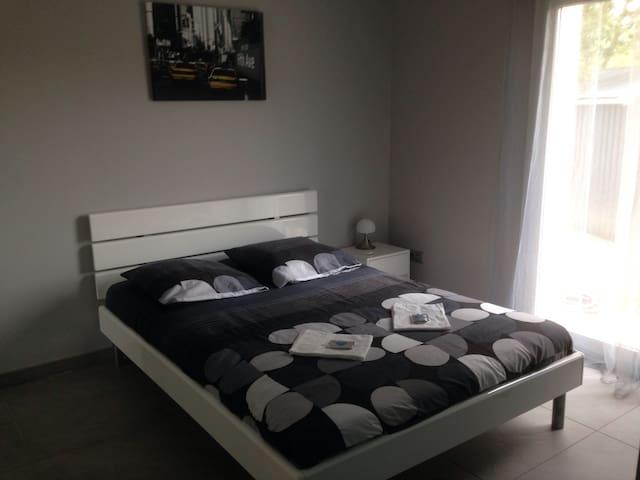 Chambre (V) + petit dej+garage+WIFI - Crévéchamps - Dom