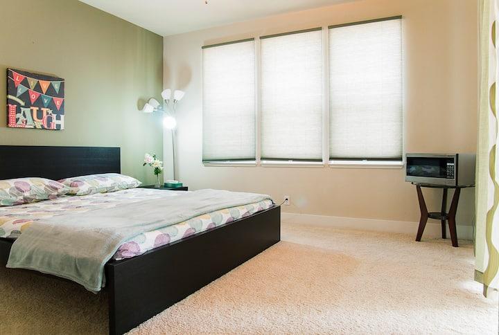 Comfy & Convenient Single Bedroom!