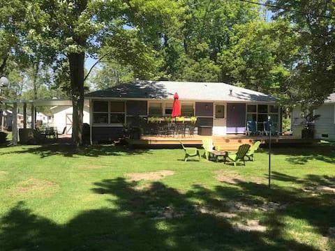 Cozy Cottage at Pleasant Beach Lake Erie, Ontario