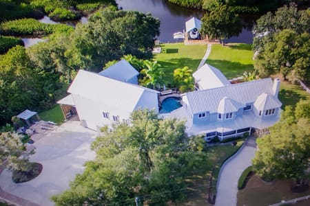ESTATE HOME WITH GUEST HOUSE / THEATER. - Bradenton
