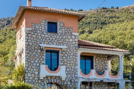 Provencal villa in the back country of Nice.