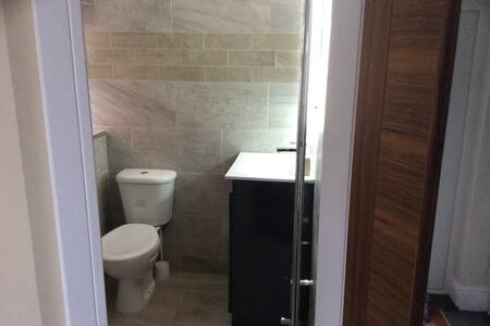 Studio flat with en - suite - South Shields