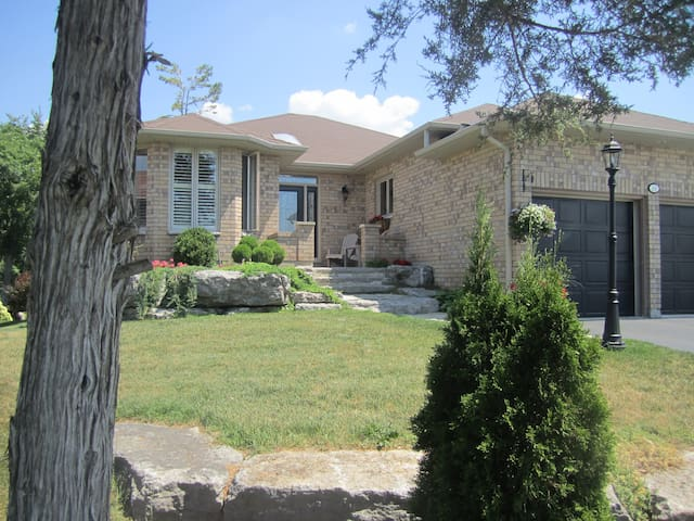 Port 32- A warm and comfortable residence - Kawartha Lakes - House