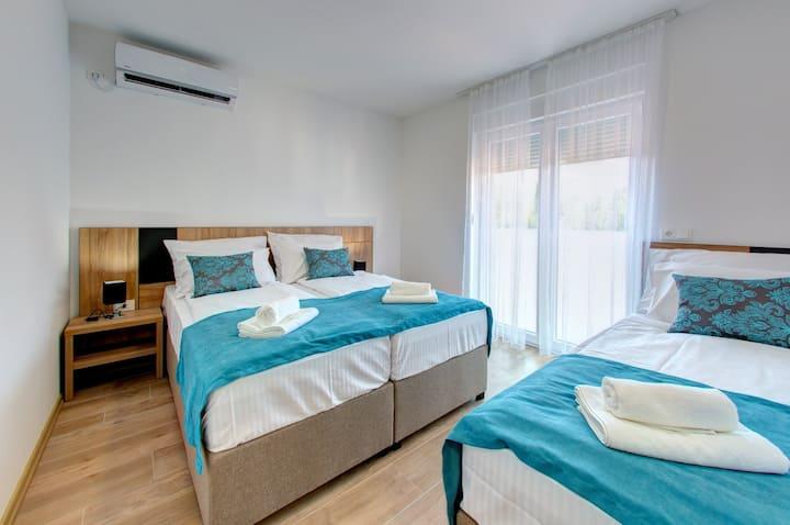Villa Floris, Mostar, Comfort Triple Room