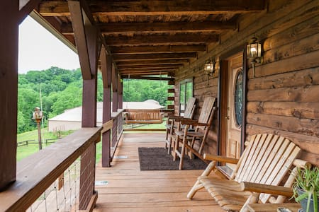 Log Home on 24 acres w/Skyline view - Nashville