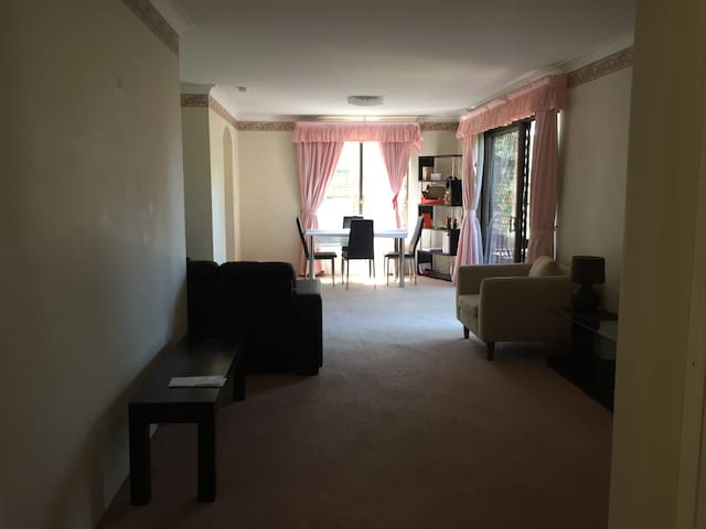 House close to Macquarie Uni. - Marsfield - Appartement