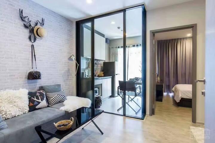 无边泳池绝佳位置(可以安排旅行娱乐用车)精品大床套房BEST CONDO Pattaya Beach