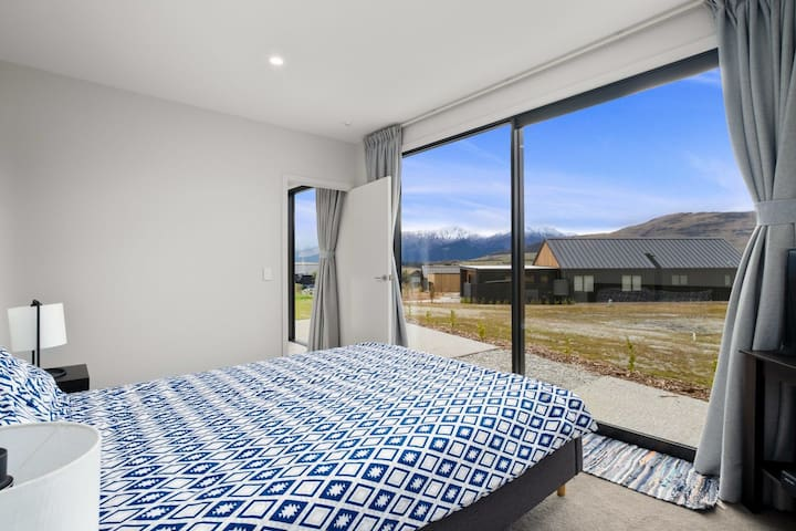 Cheap Private En-suite with remarkable view