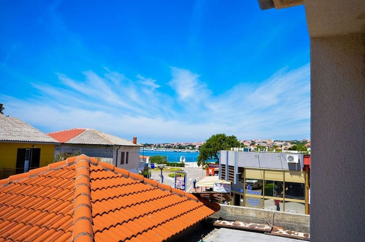 One bedroom Apartment, 70m from city center, seaside in Novalja - island Pag, Balcony