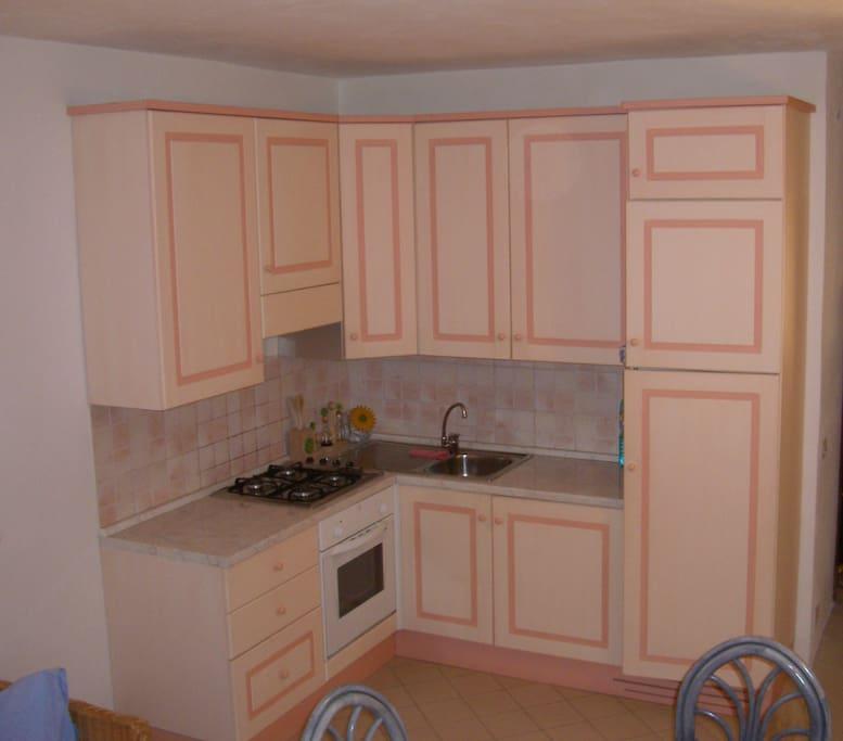 cucina completa di forniture
