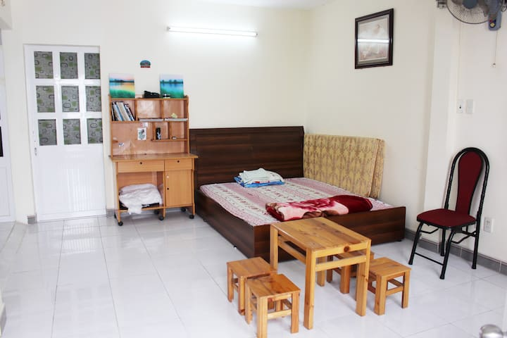 Private Room with Garden Balcony at City Center - Ho Chi Minh City - Hus