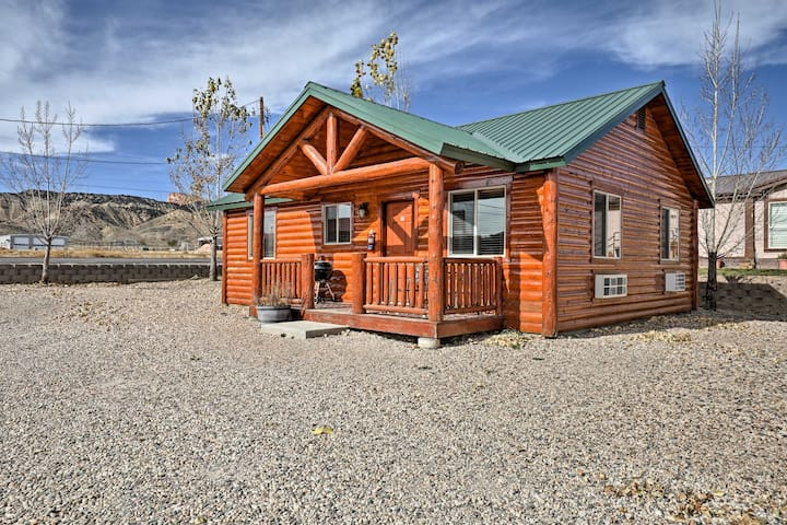 NEW! Bryce Canyon 2BR Cabin w/Porch & Playground!