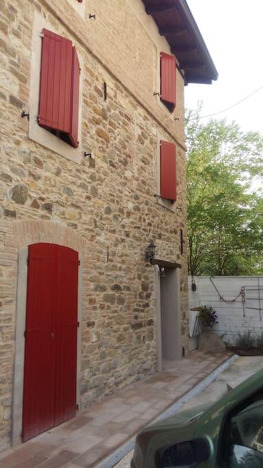 B b borgo chiesolina relax e natura houses for rent in for Avvolgere completamente intorno case di log portico