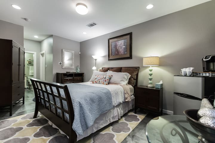 Modern townhome in the heart of downtown Dallas
