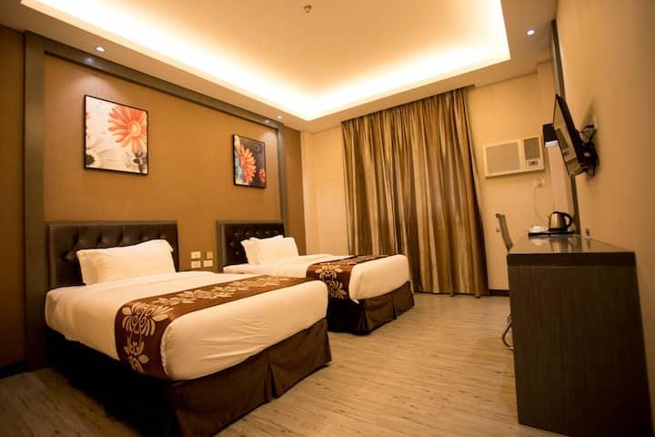 Awesome Twin Bed @ Vienna Hotel Coron w/ Pool