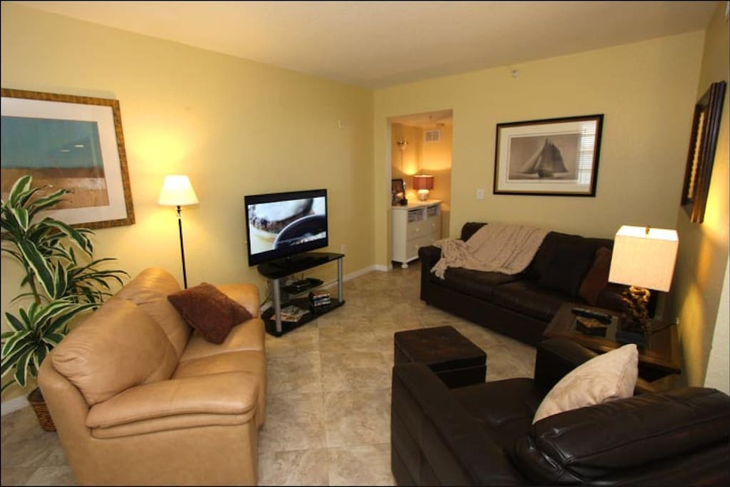 Living Room Area with Sleeper Sofa/Flat Screen Cable TV/Waterfront View