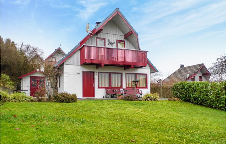 Stunning home in Kirchheim with WiFi and 3 Bedrooms
