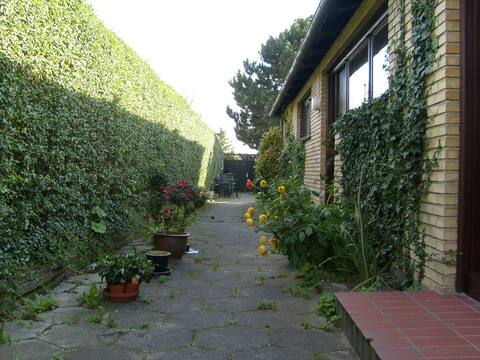 Okúzľujúci veľký dom s veľkou záhradou.