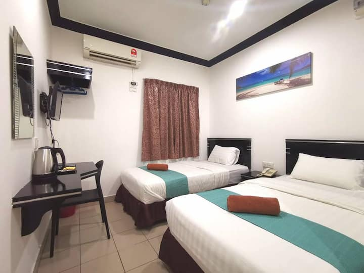 Essential Twin Room @ Gaya Street City Centre
