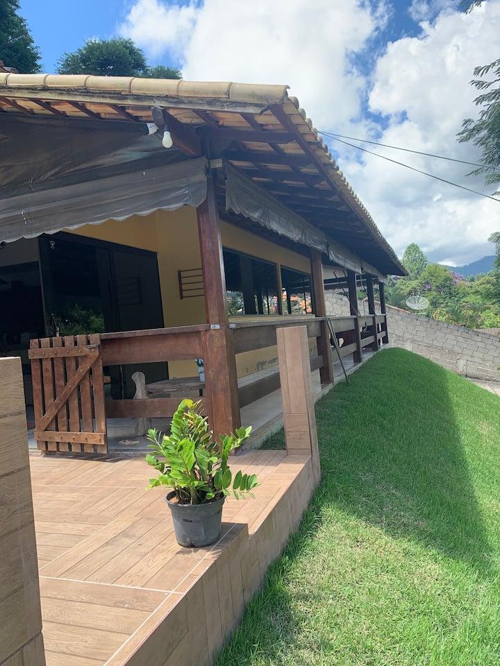Casa 2 quartos completa com lareira