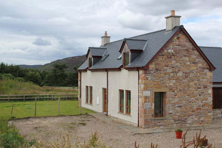 Elphin Cottage - Modern double room