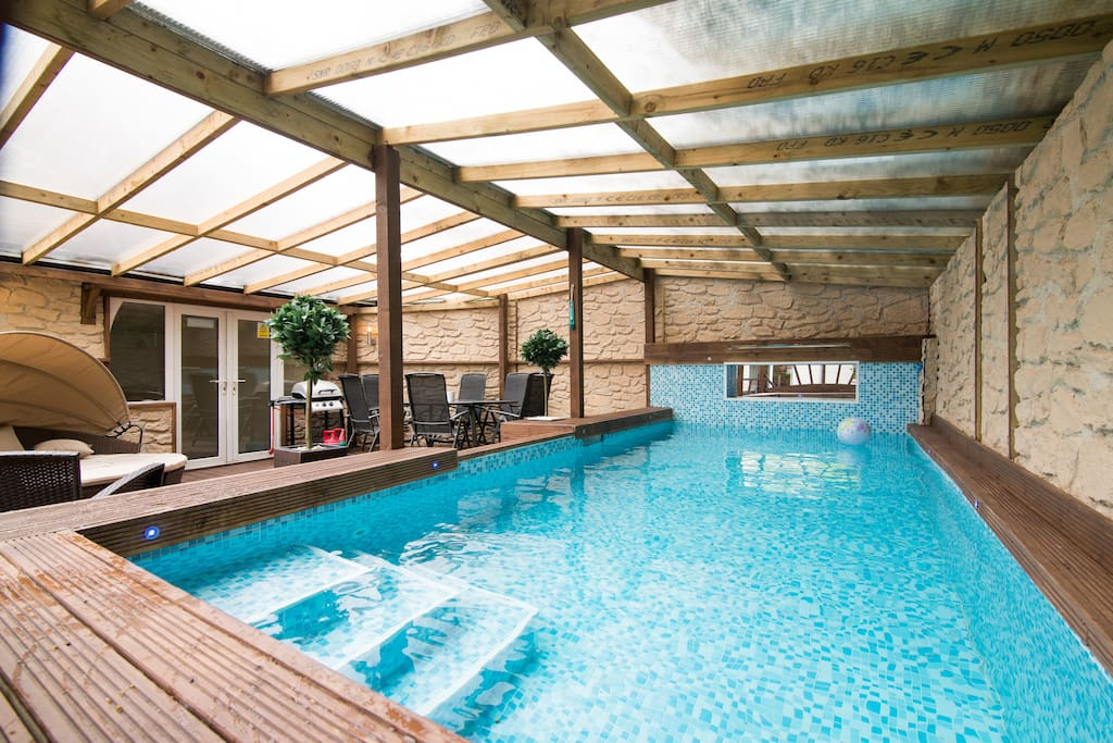 Swimming pool hot tub crazy golf houses for rent in - Houses to rent in uk with swimming pools ...